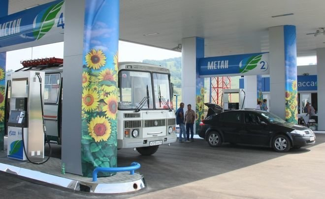 Car not a luxury? A rise in price of gasoline restrained in Russia, but gas prices inflated