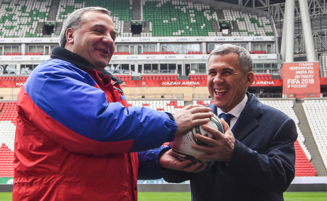 Head of EMERCOM inspects Kazan Arena and presents a soccer ball to Rustam Minnikhanov