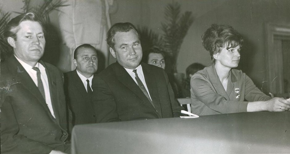Pilot-cosmonaut V. V. Tereshkova and First Secretary of the Tatar Regional Committee of CPSU F.A. Tabeyev at the Kazan State University named after V. I. Ulyanov-Lenin. March 17, 1966