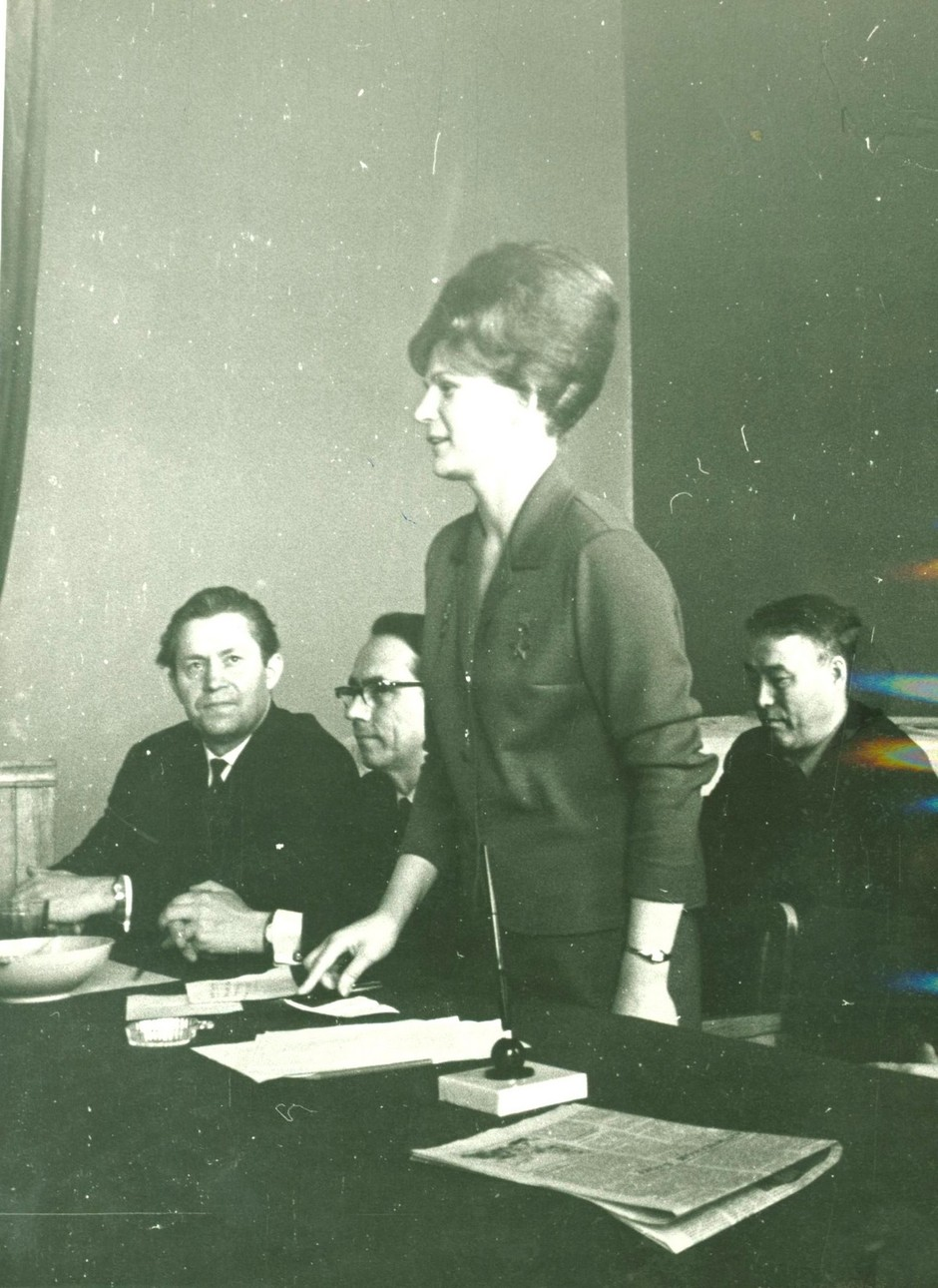 Pilot-cosmonaut V. V. Tereshkova at a meeting with journalists. 2nd from left: chairman of the board of the Union of Journalists of TASSR Sh. Khammatov, 1st from right – editor-in-chief of the magazine Kazan Utlary Z. Nuri, Kazan. March, 1966