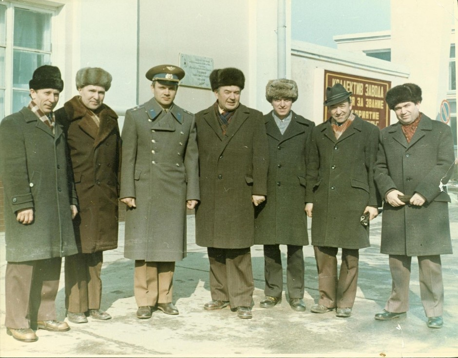 Pilot-cosmonaut V. A. Dzhanibekov with employees of the Kazan production association Tasma named after V. Kuibyshev, Kazan. March 22, 1978